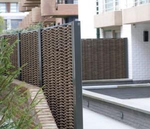 забор из искусственной лозы