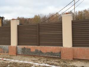 zabor-fasad-stilnyi-dom